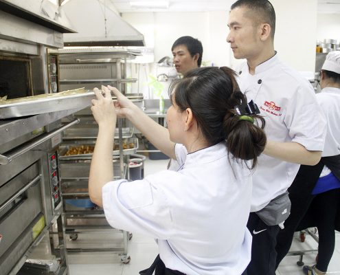 Học Làm Bánh CHuyên Nhgieejp Tại Trung Tâm Dạy Nghề Bánh Nhất Hương