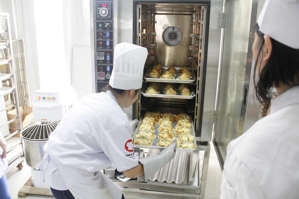 Dạy làm bánh – định hướng nghề bánh Nhất Hương