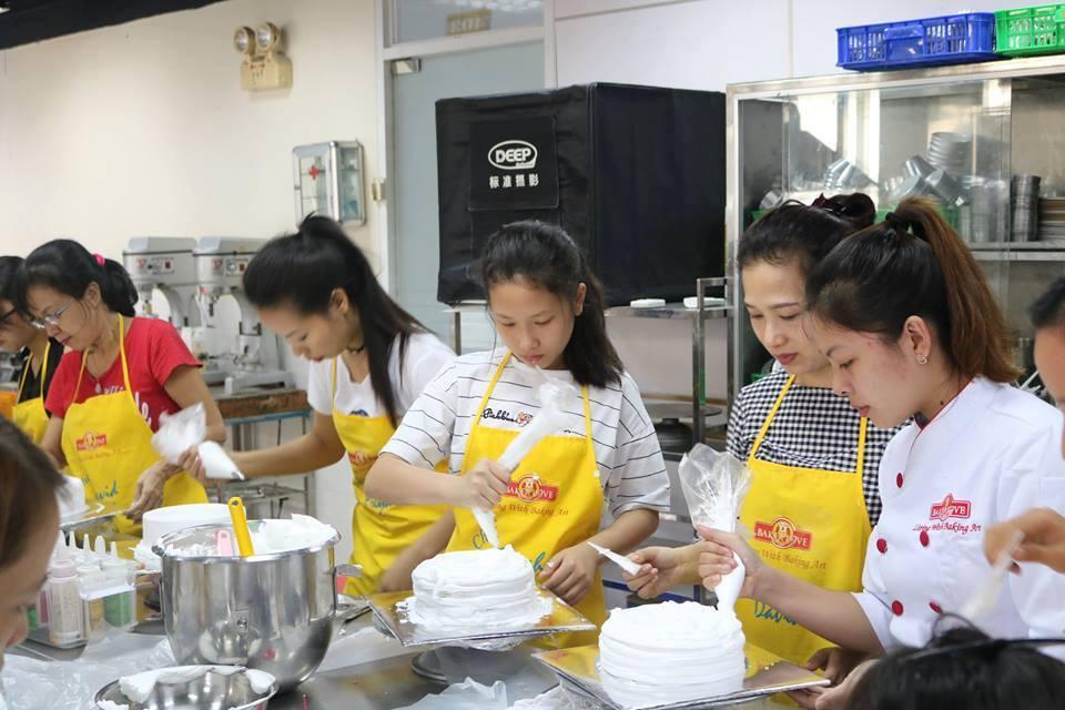 Là con gái, học làm bánh thật tuyệt!