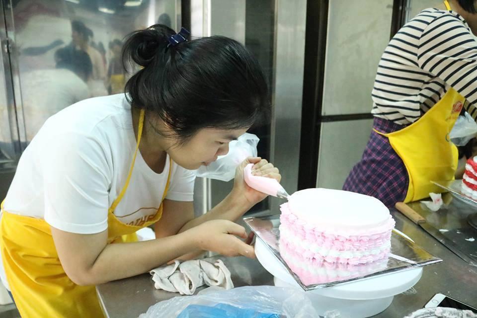 Tự làm bánh tặng mẹ cho ngày 20 tháng 10