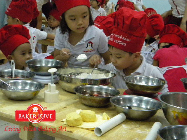 baking for kid he 06