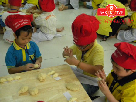 baking for kid he 08