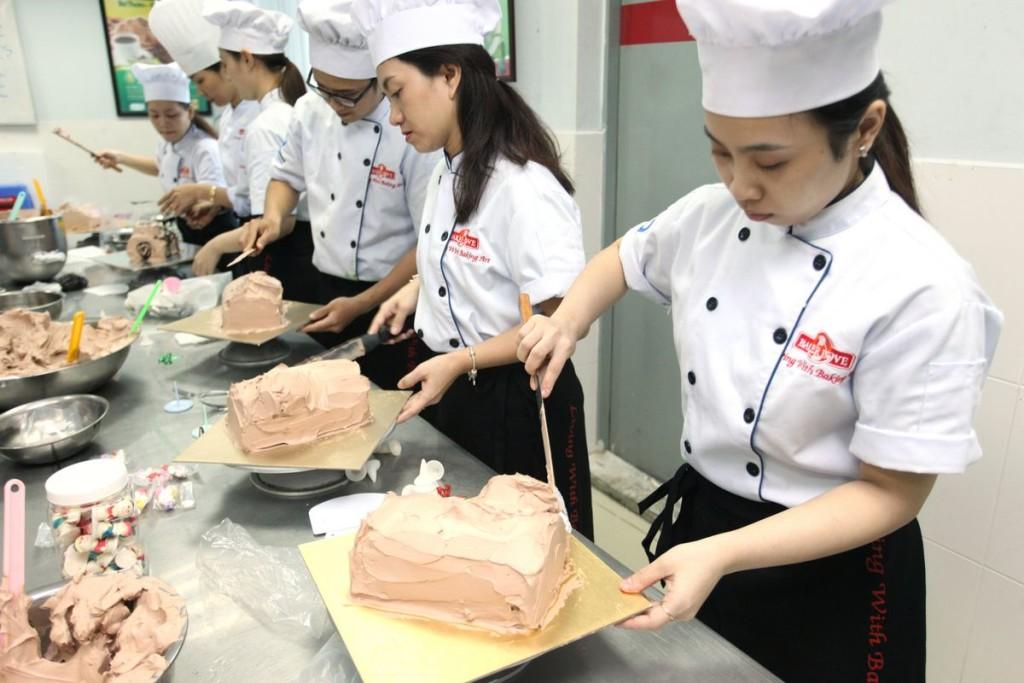Học trang trí bánh kem chuyên nghiệp tại Nhất Hương