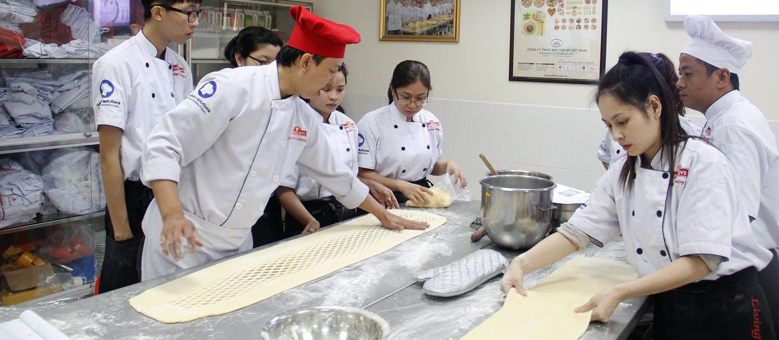 học làm bánh Kỹ thuật làm bánh Âu – Bánh Kem